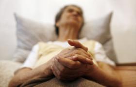 Болезнь Альцгеймера — как помочь человеку сохранить самоуважение
