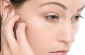 Что необходимо делать, если при простуде заложило ухо