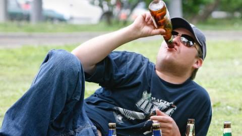 От пива здоровых клеток в мозгу станет меньше