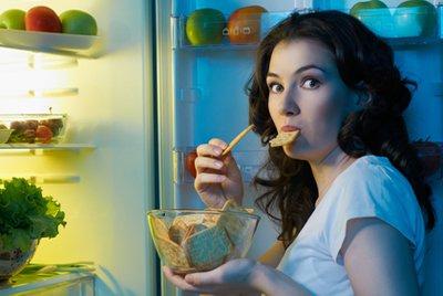Ночные перекусы ухудшают память, выяснили ученые