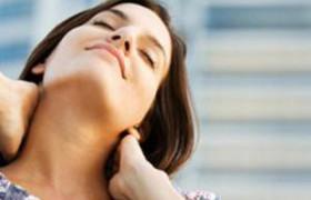 Врачи: при болях в шее надо лечить нервы