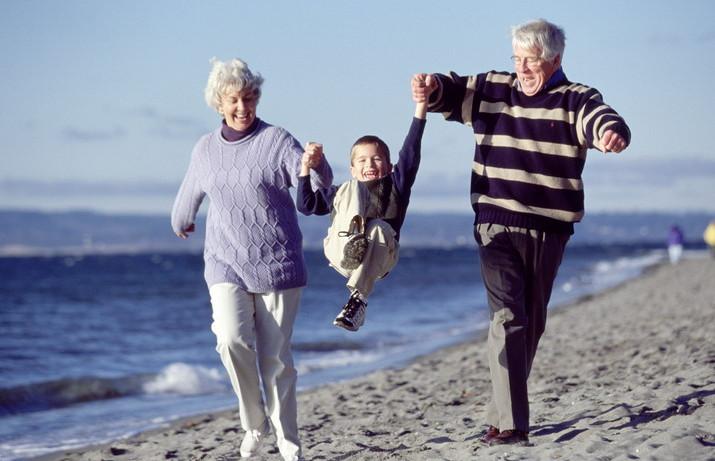 Как гулять пожилым людям для оздоровления
