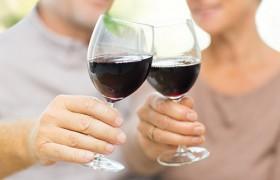 Умеренное употребление алкоголя продлевает жизнь пациентов с болезнью Альцгеймера
