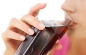 Почему женщинам нельзя употреблять сладкие напитки