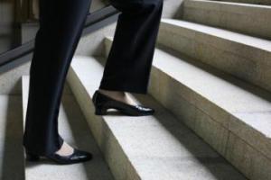 Ученые: подъем по лестнице замедляет старение мозга
