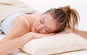 Сон на боку очищает мозг от отходов