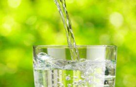 Кардиологи говорят, что мы пьем воду не в то время