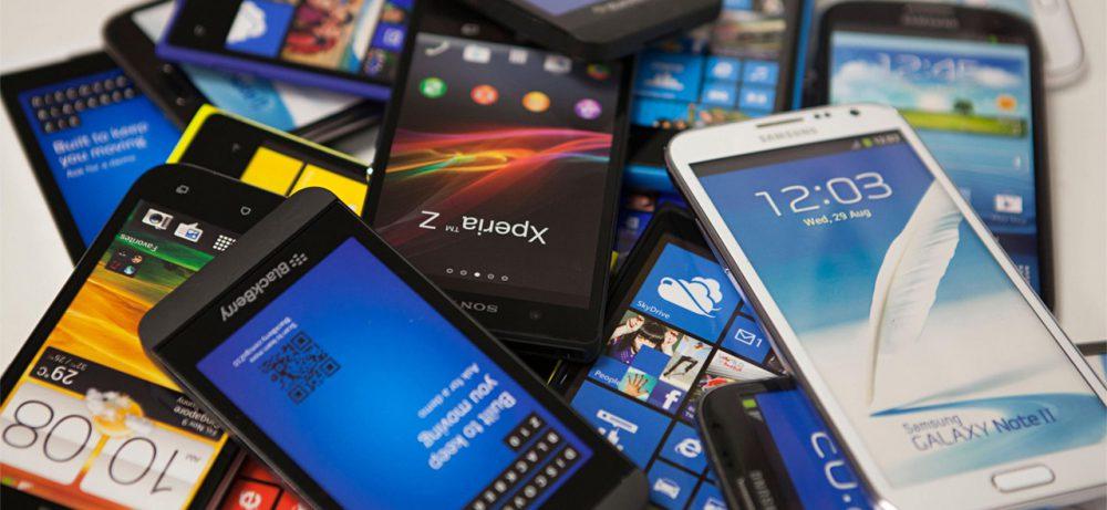 Люди, зависимые от мобильного телефона, часто слышат фантомные звонки