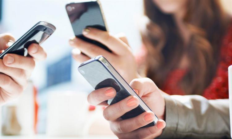 Стресс и депрессия провоцируют появление зависимости от смартфонов