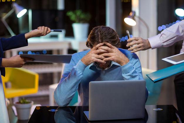 Труд во вред: почему работа в офисе бьет по здоровью и что с этим делать
