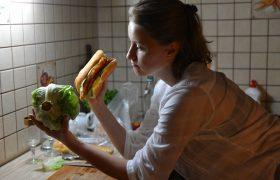 Незаменимых нет: эксперты рассказали, как заменить самые популярные вредные продукты на полезные, но не менее вкусные