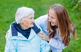 Болезнь Альцгеймера и агрессивное поведение: что делать?