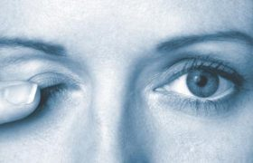 Что делать, если дергается глаз