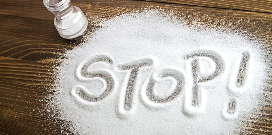 Головная боль, проблемы с памятью и еще 4 неочевидных признака того, что вы едите слишком много соли