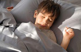 Ребенок боится темноты: что делать родителям и как помочь малышу преодолеть страх
