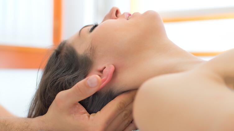 Чем лечить головную боль беременным и кормящим мамам