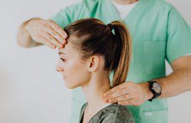Когда прихватило спину: первая помощь при остеохондрозе и почему диагноз стремительно молодеет