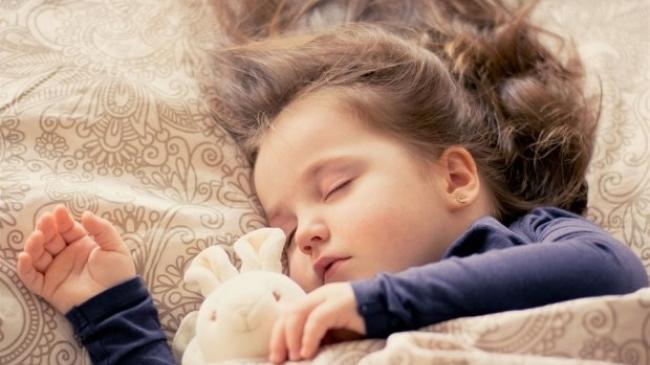 Ваш малыш говорит во сне? Связано ли это со стрессом?