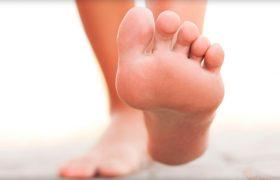 Почему болит пятка при ходьбе и как ее лечить?