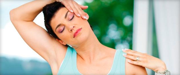 Что делать, если защемило нерв и больно поворачивать шею?